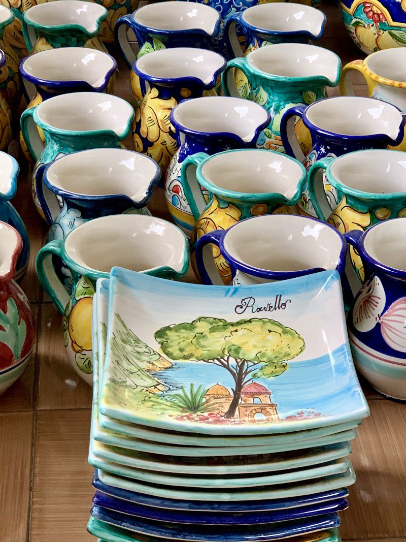 Vietrese ceramic jugs and plates - All Made in Italy