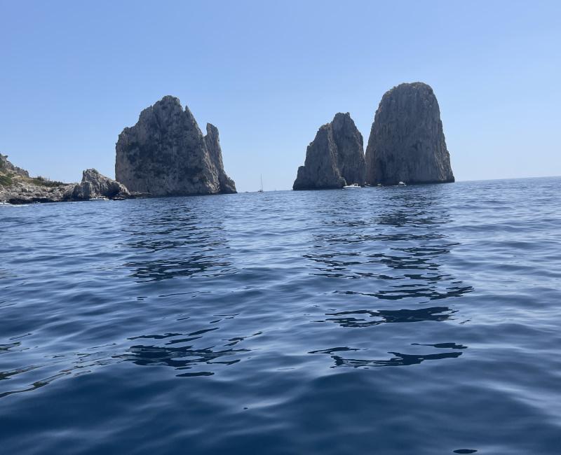 Visita a Capri e ai Faraglioni on Exclusive Boat