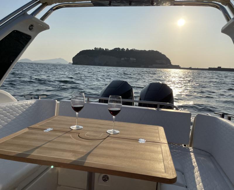 Aperitivo al Tramonto Romantico su Exclusive Boat