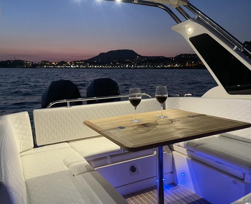 Aperitivo Romantico al Tramonto on Boat