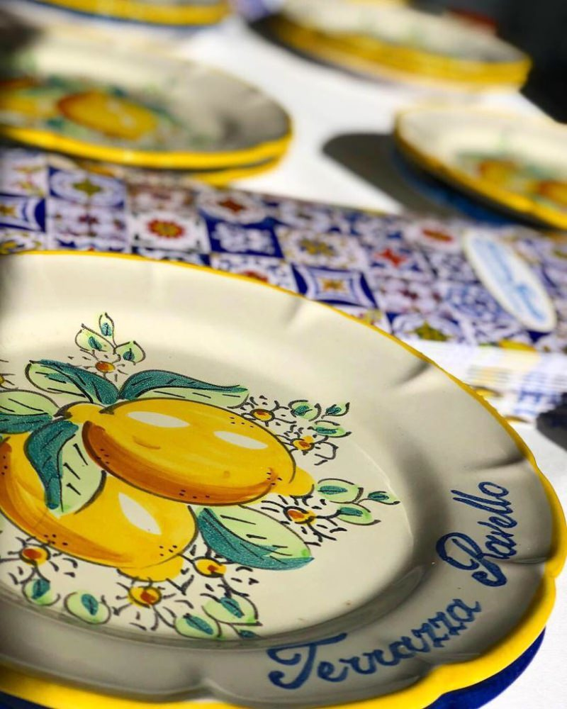 Plate decorated with lemons in Vietri ceramic